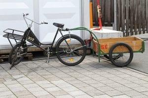 Fahrrad mit Fahrradtransportanhänger
