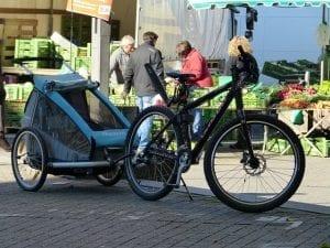 Radanhänger mit Fahrrad
